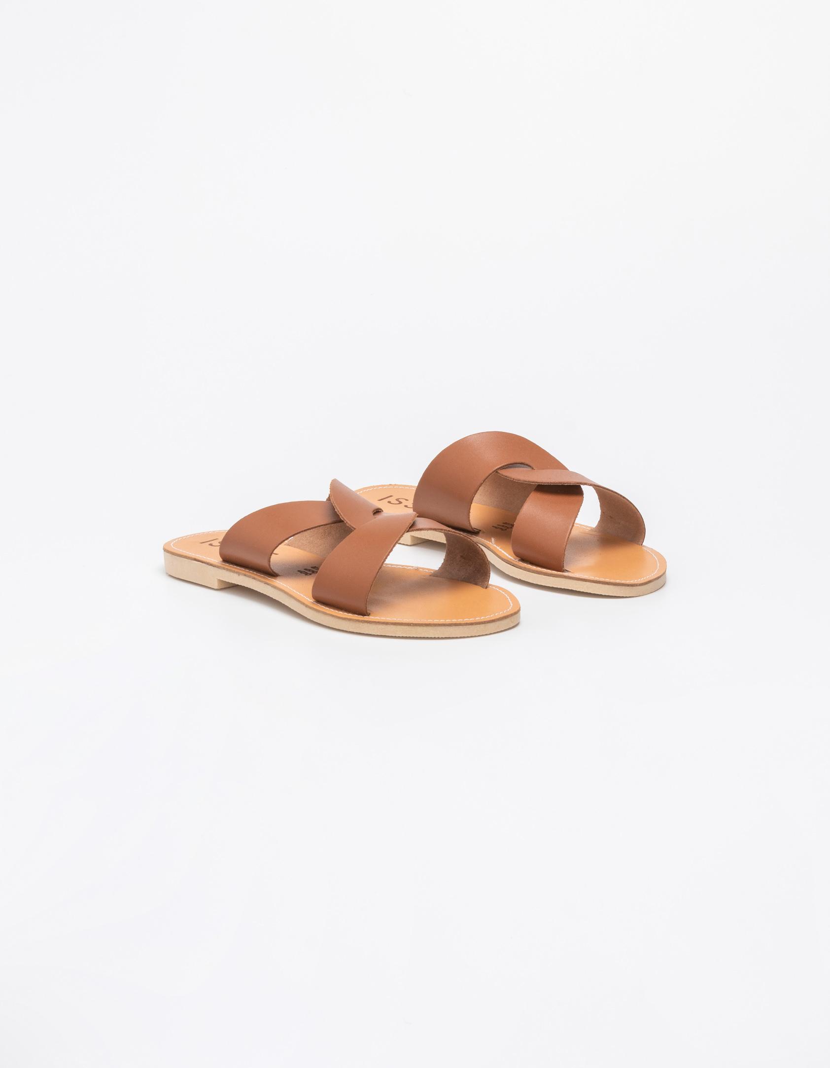 c2557767376 Flat σανδάλια με λοξές φάσες - Issue Fashion