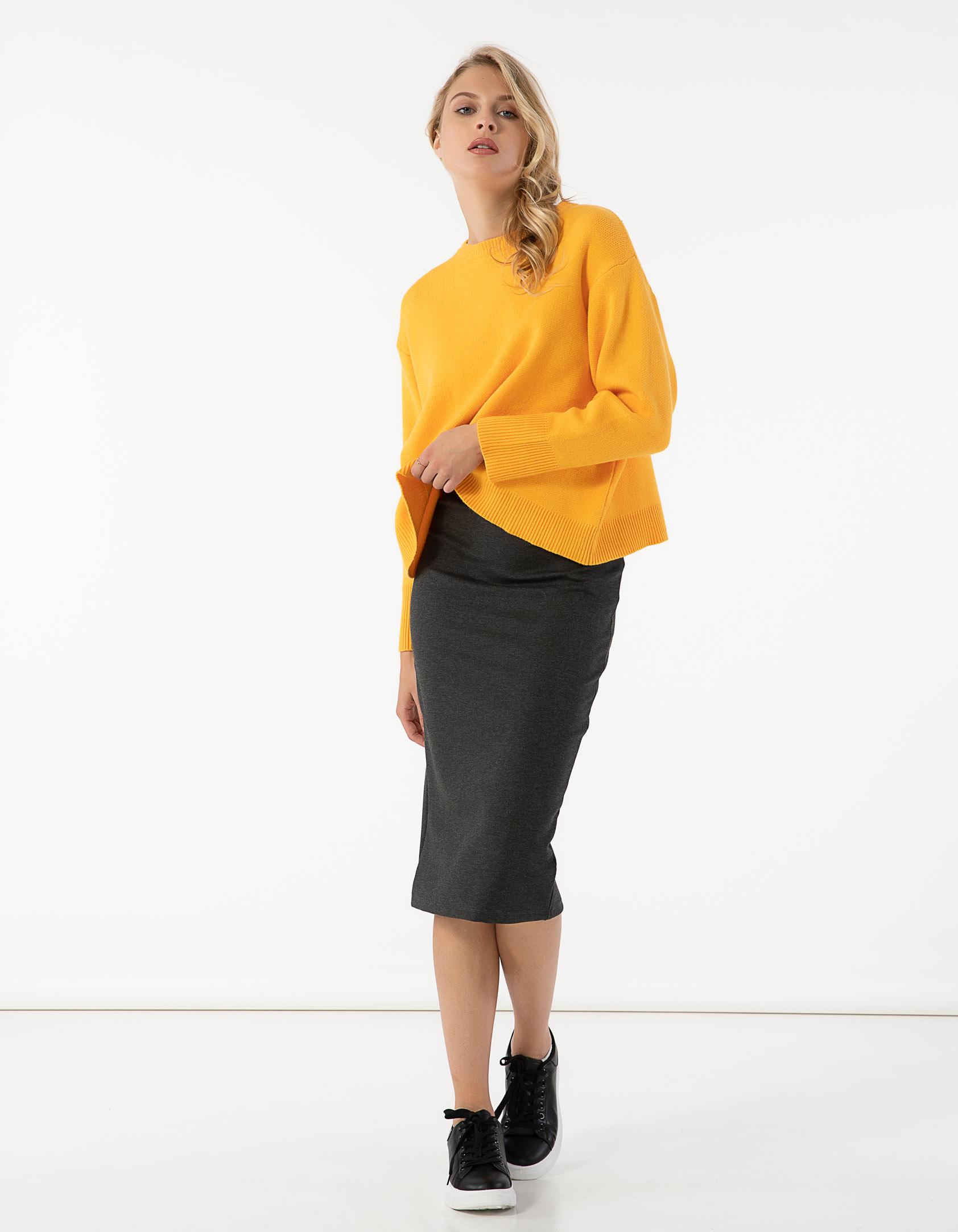 Midi ελαστική φούστα με σκίσιμο στο πίσω μέρος - Γκρι