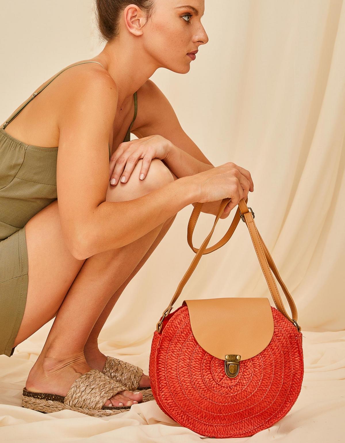Ψάθινη τσάντα ώμου με καπάκι - Κόκκινο