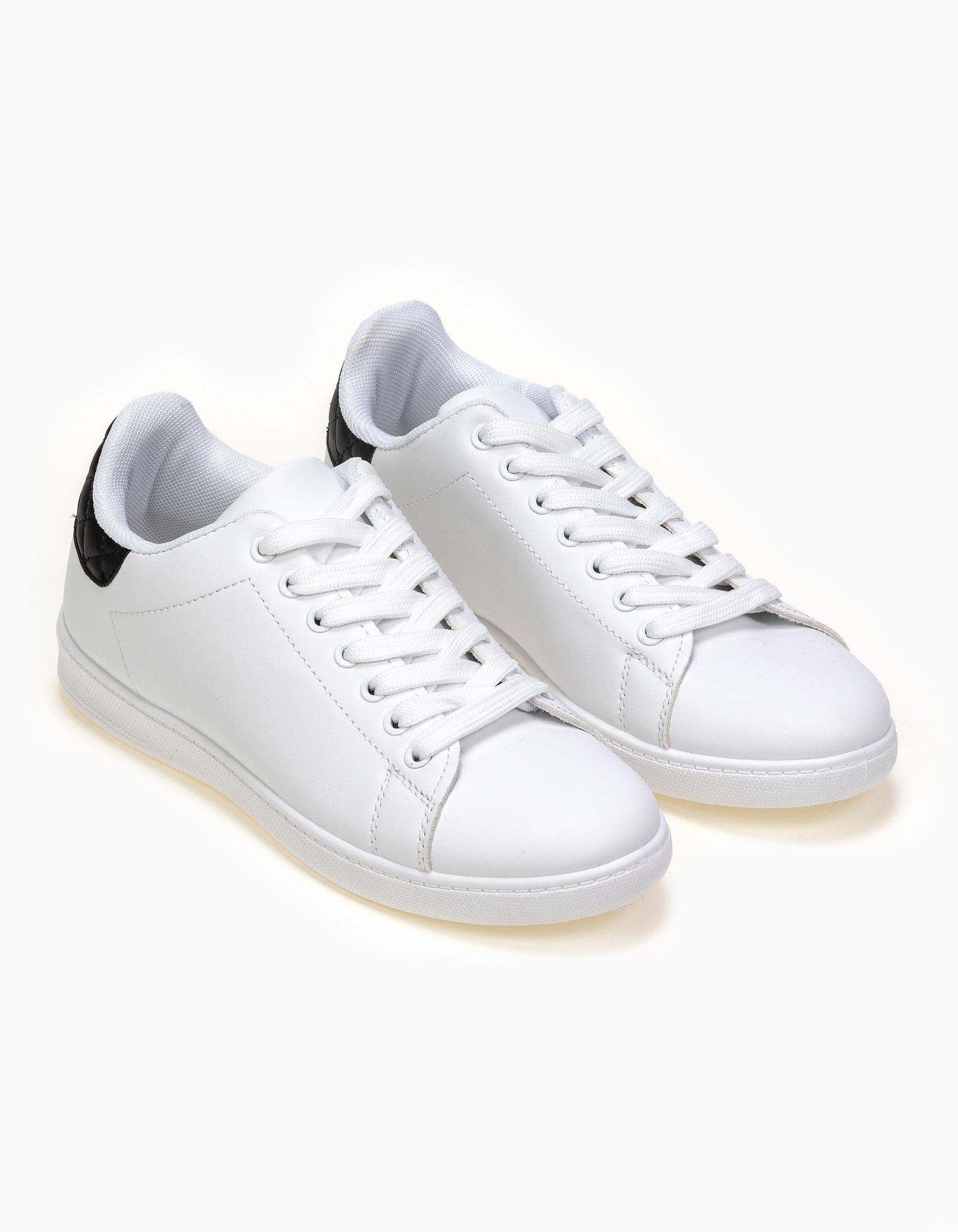 Sneakers με χρωματική καπιτονέ λεπτομέρειεα - Μαύρο