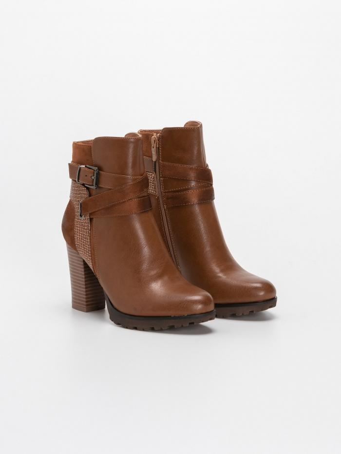 Ankle boots με μεταλιζέ λεπτομέρεια
