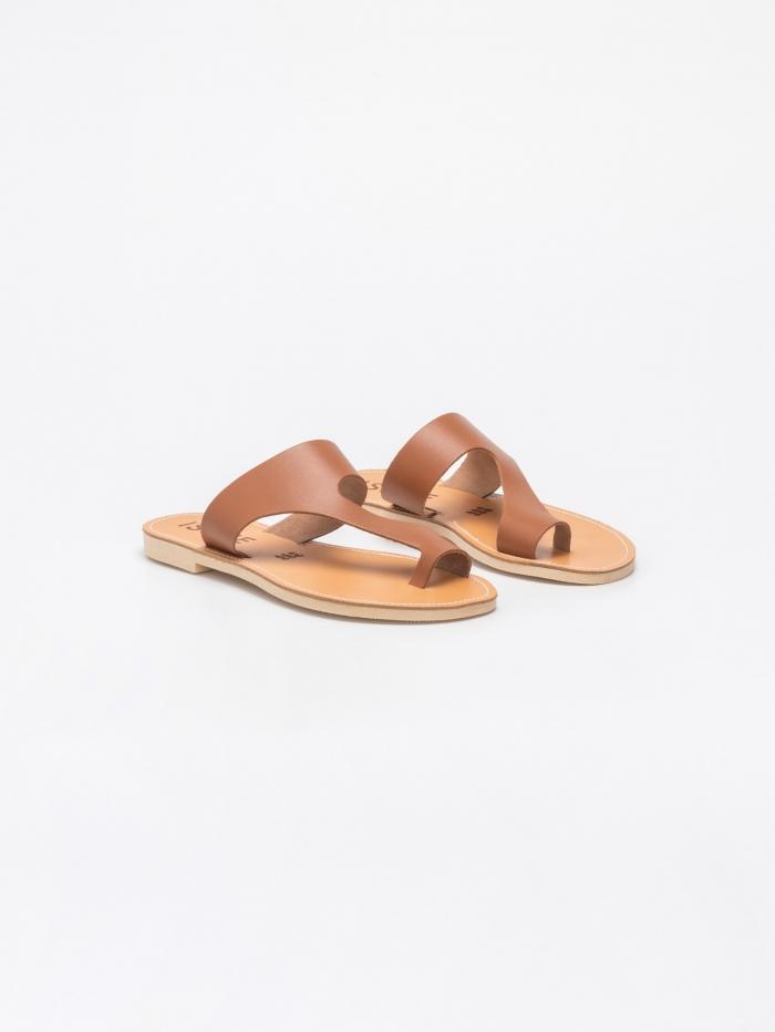 Δερμάτινα σανδάλια με toe ring