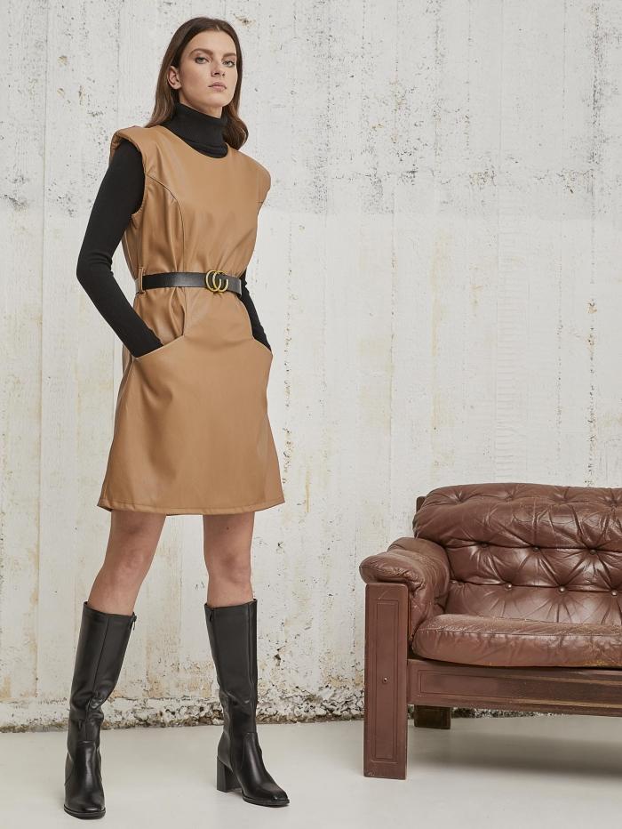 Δερματίνη φόρεμα με βάτες