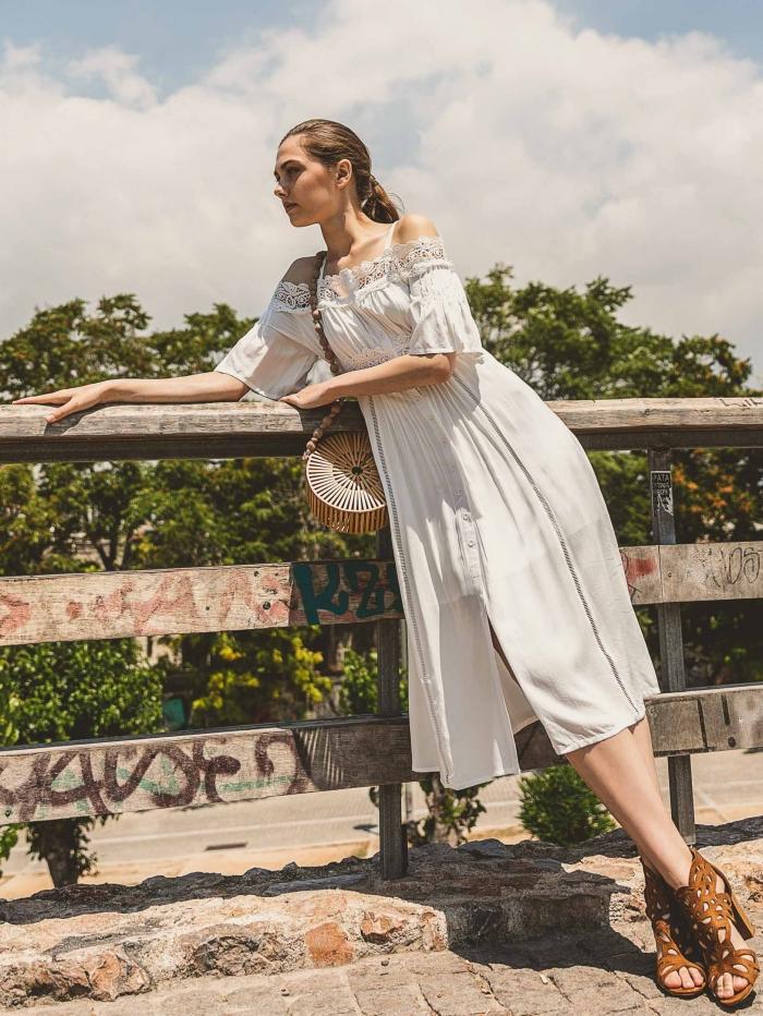 Έξωμο φόρεμα με δαντέλα