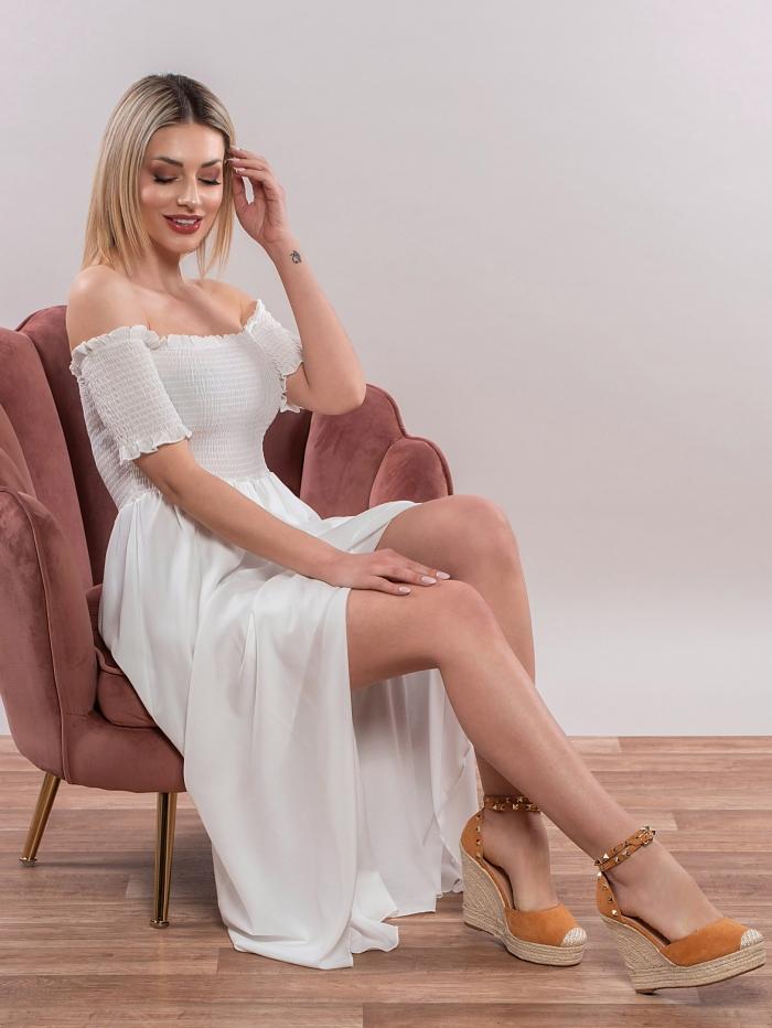 Έξωμο φόρεμα με σφηκοφωλιά