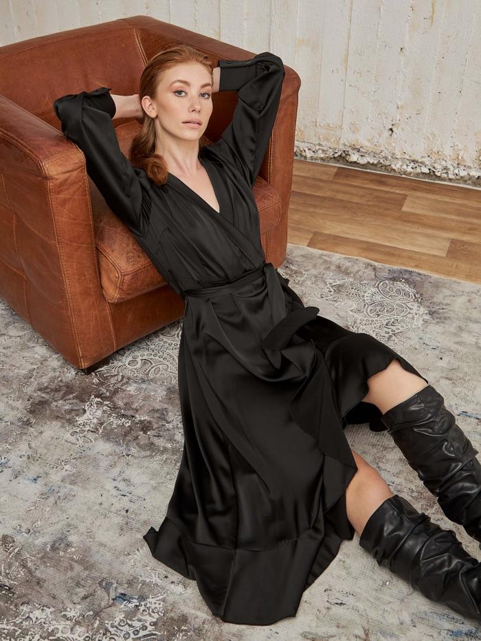 Φόρεμα ανισσόμακρο με βολάν