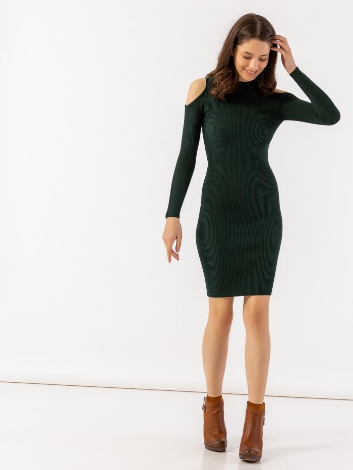 Φόρεμα με άνοιγμα στους ώμους