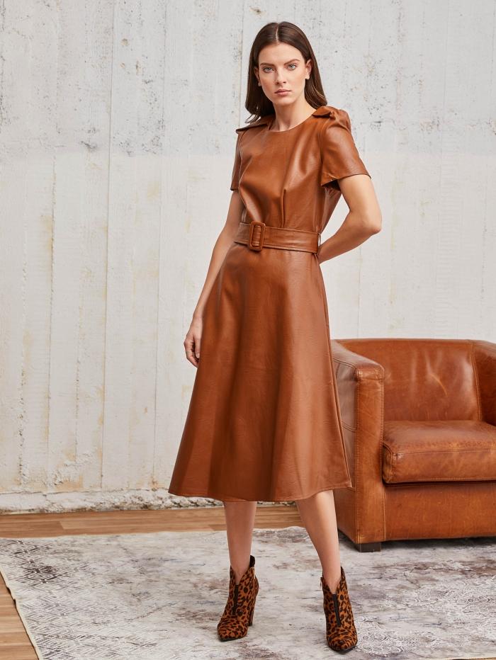 Φόρεμα με δερμάτινη υφή