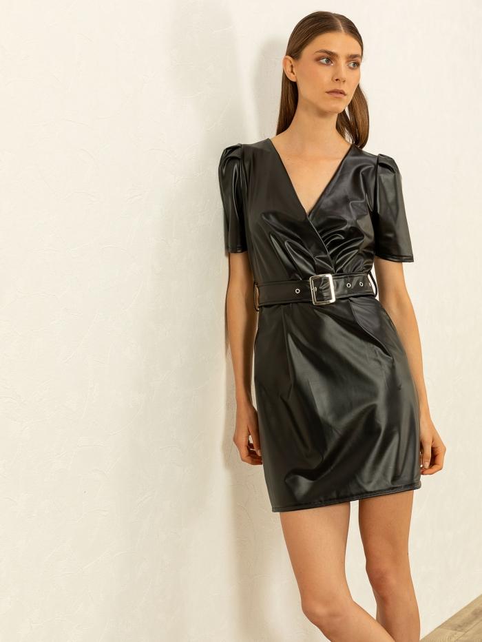Φόρεμα με δερμάτινο εφέ