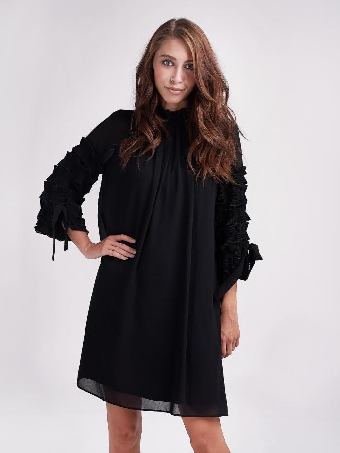 Φόρεμα με γκοφρέ λεπτομέρειες