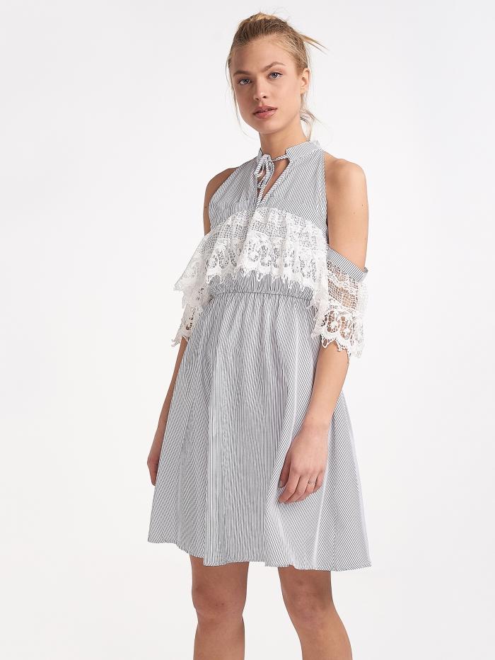 Φόρεμα ριγέ με ανοίγματα στους ώμους