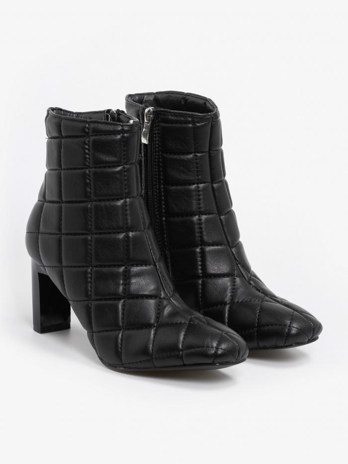 Καπιτονέ ankle boots