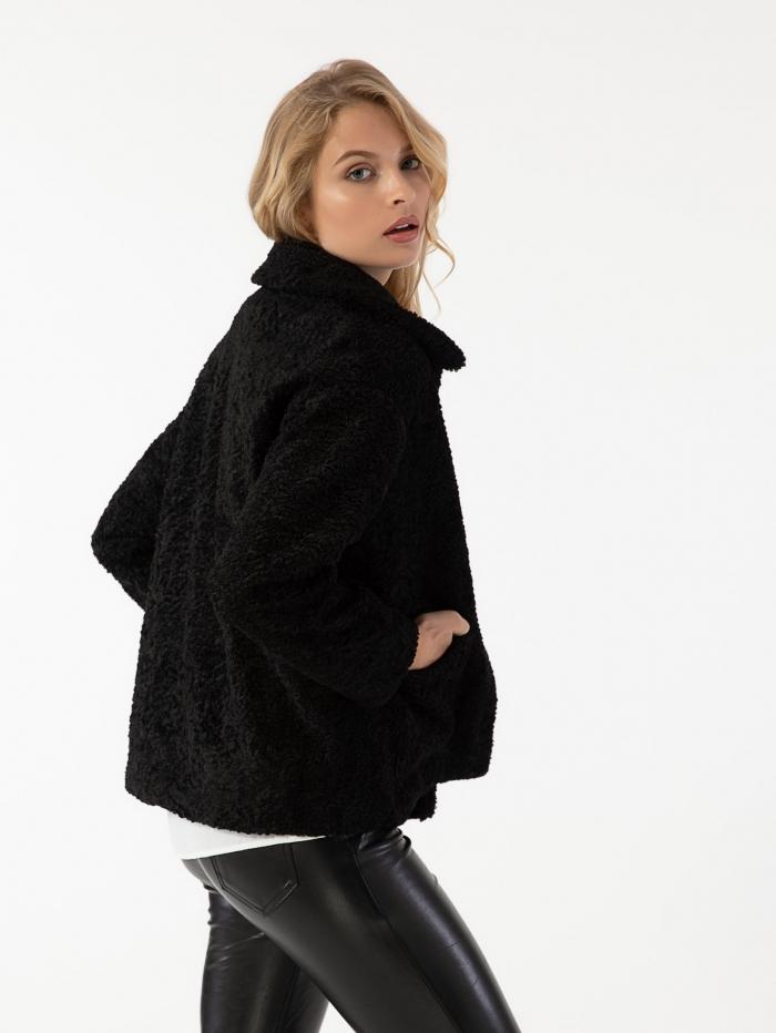 Κοντό γούνινο παλτό με υφή προβατάκι και τσέπες μπροστά