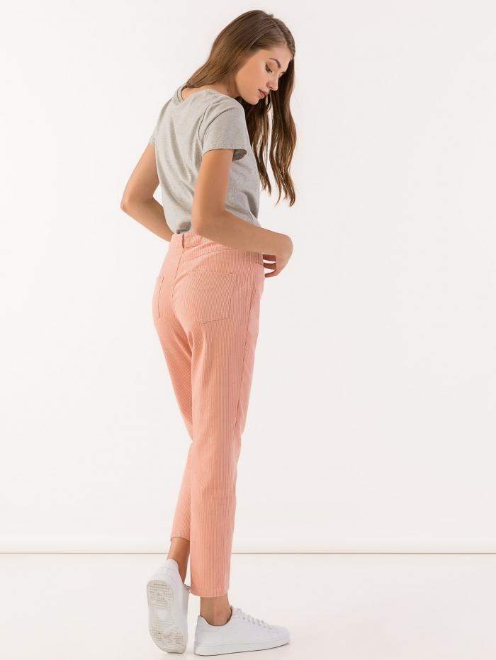 Κοτλέ παντελόνι σε ίσια γραμμή