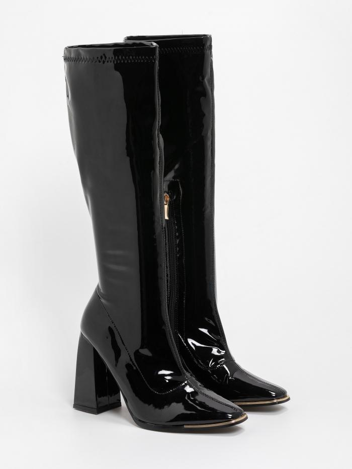 Vinyl μπότες τύπου κάλτσα με μεταλλική λεπτομέρεια