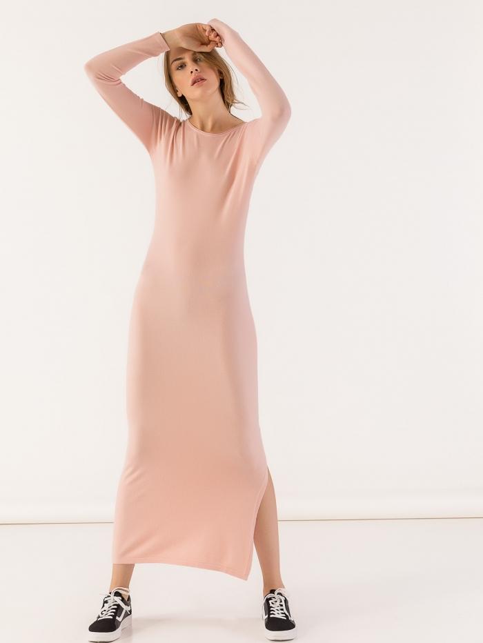 Μακρύ πλεκτό εφαρμοστό φόρεμα με σκίσιμο στο πλάι