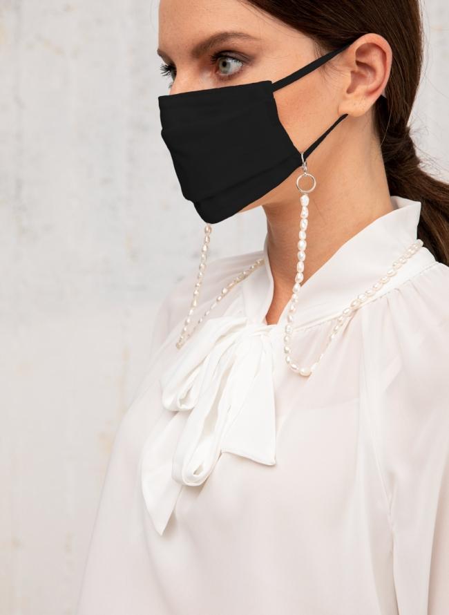 Μάσκα με αλυσίδα από πέρλες