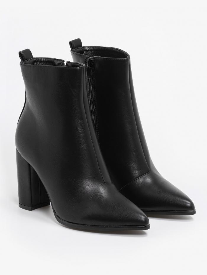 Matte μποτάκια με block heel