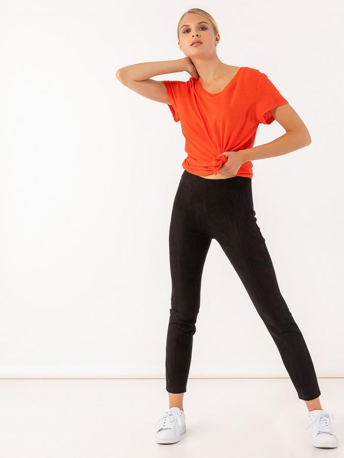 Μαύρο παντελόνι κολάν με υφή suede και λάστιχο στη μέση
