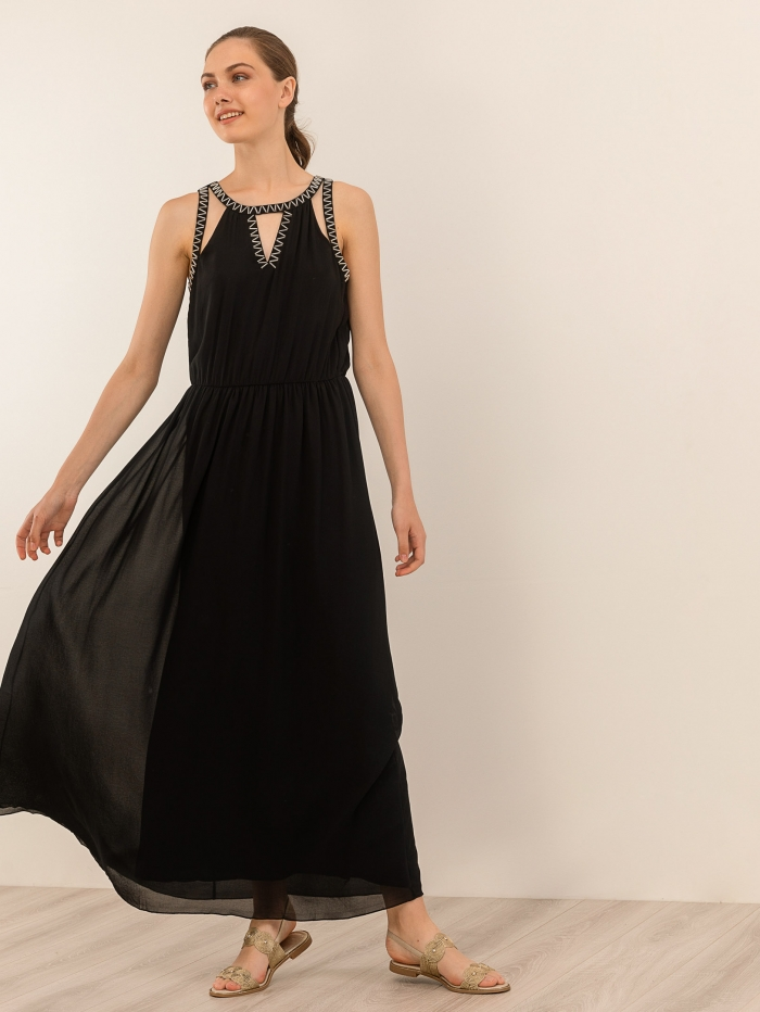 Maxi φόρεμα με μεταλλικές λεπτομέρειες