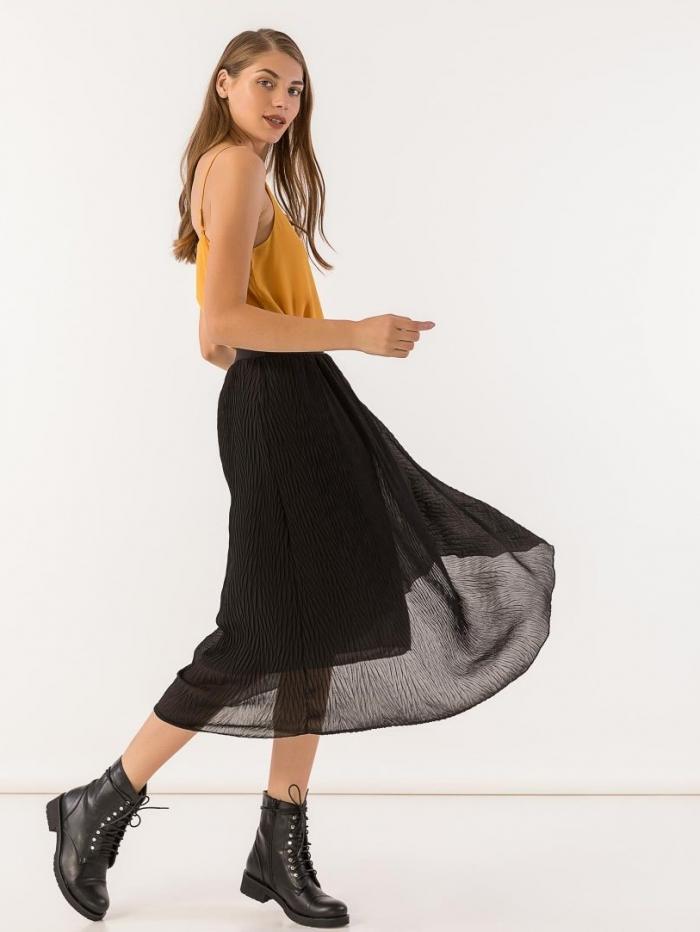 Midi φούστα από λεπτό ύφασμα με πτυχώσεις και λάστιχο στη μέση