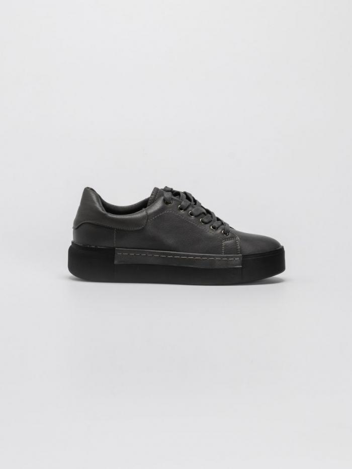 Μονόχρωμα sneakers με flatform σόλα
