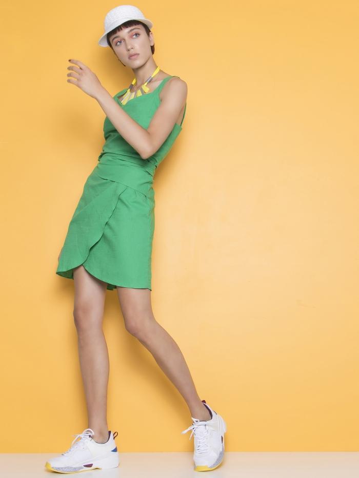 Μονόχρωμο μίνι φόρεμα με δέσιμο