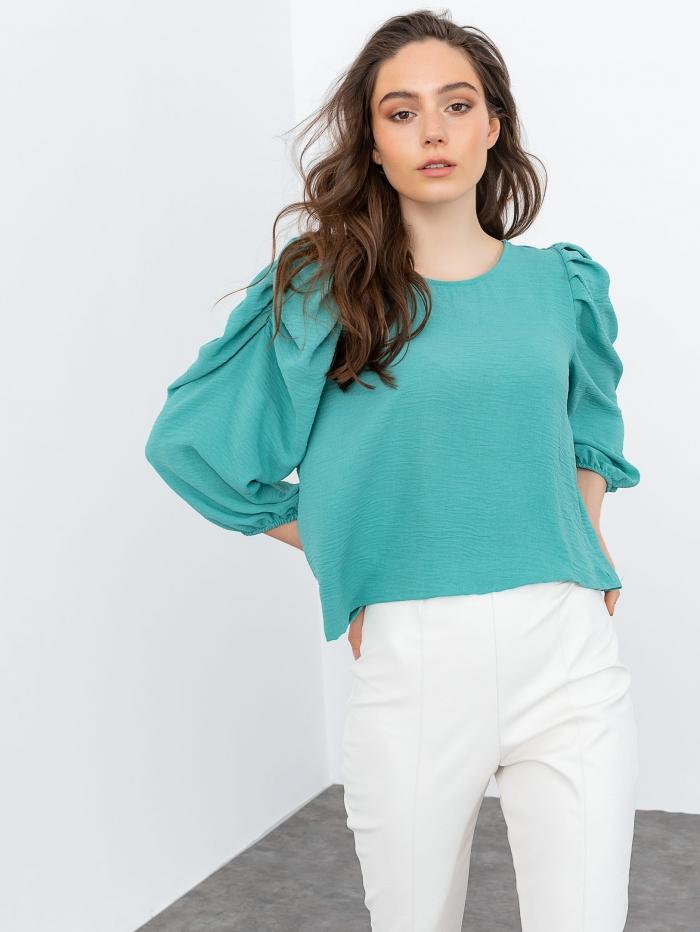 Μπλούζα με σούρες στα μανίκια