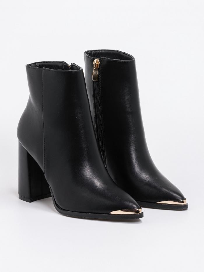 Μποτάκι με flare heel