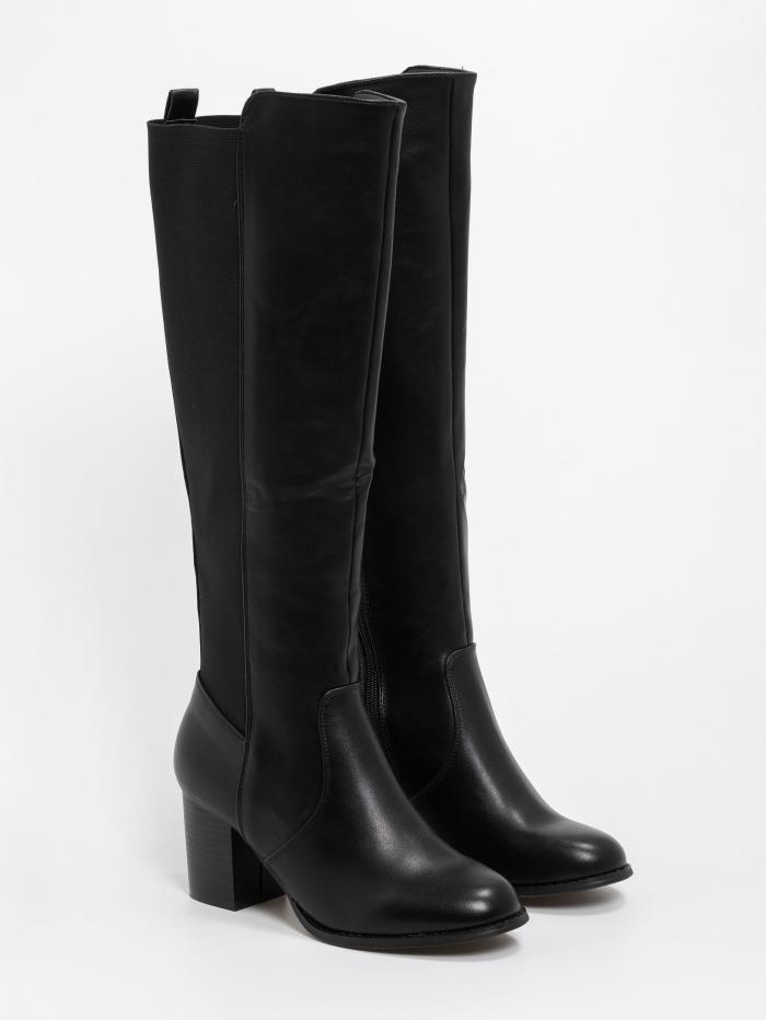 Μπότες με χαμηλό τακούνι και συνδυασμό υλικών