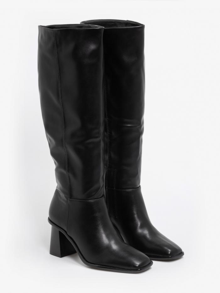 Μπότες με ξύλινο heel και τετράγωνη μύτη