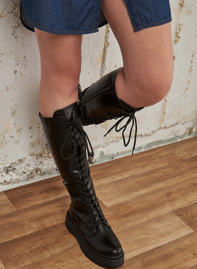 Μπότες σε στυλ αρβύλας