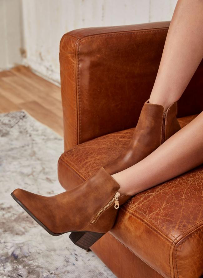 Μυτερά ankle boots με χοντρό τακούνι