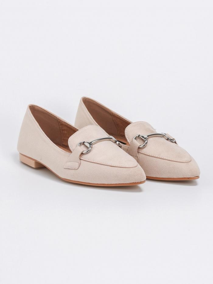 Μυτερά loafers με μεταλλική λεπτομέρεια