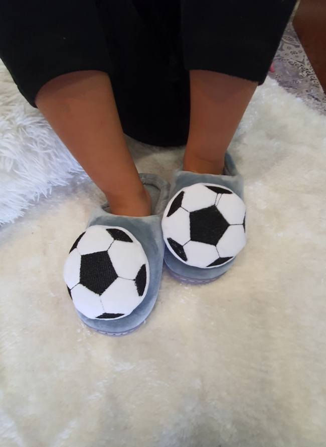 Παιδικές παντόφλες με μπάλα
