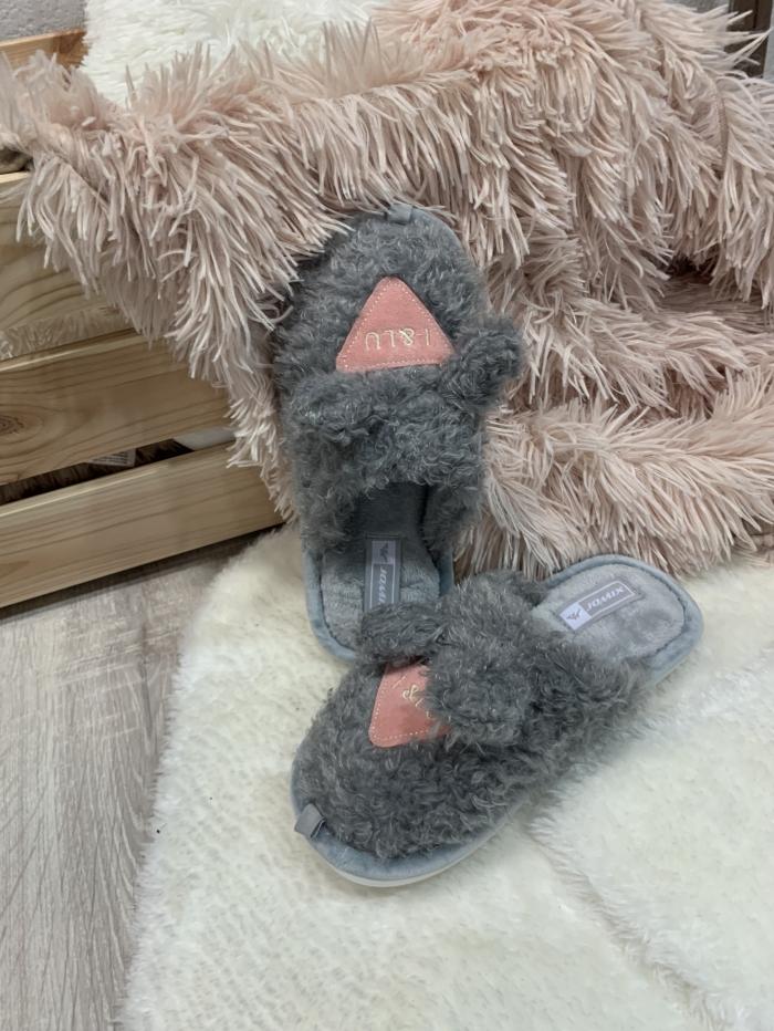 Παντόφλες με μπουκλέ γούνα