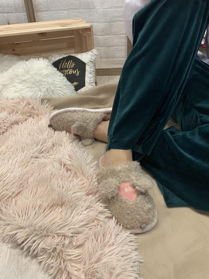 Παντόφλες με μπουκλέ γούνα και αυτάκια