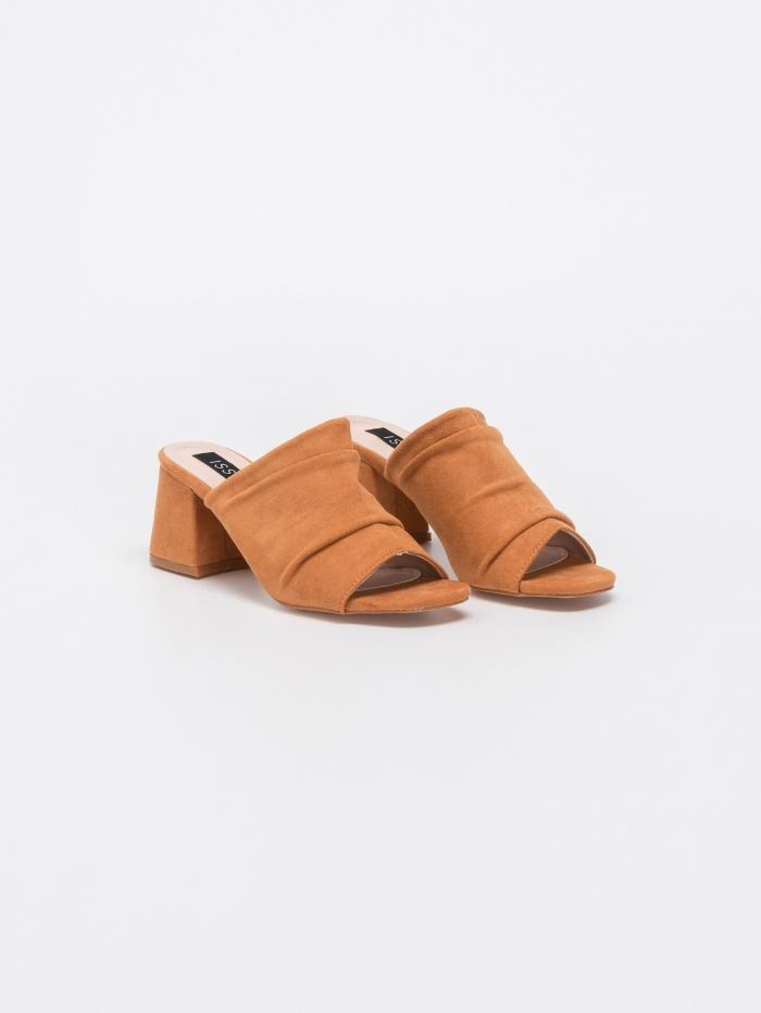 Peep toe mules με χοντρό τακούνι