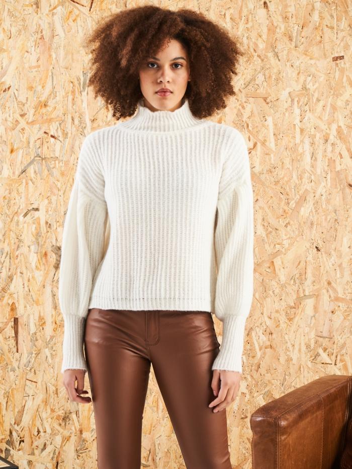 Πλεκτό πουλόβερ με ψηλή λαιμόκοψη