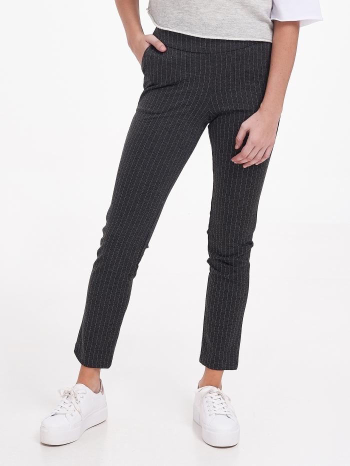 Ριγέ εφαρμοστό παντελόνι