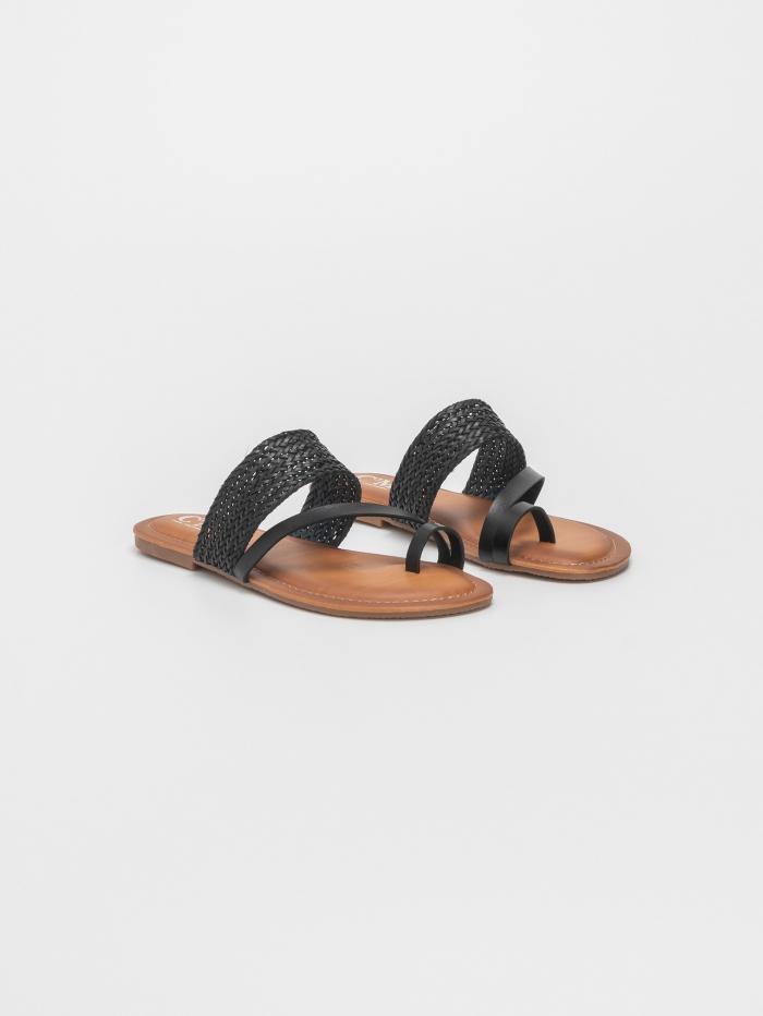 Σανδάλια με toe-ring και πλεκτή φάσα