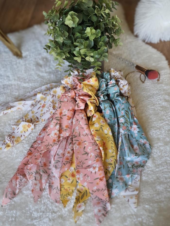 Scrunchies με κορδέλα φλοράλ