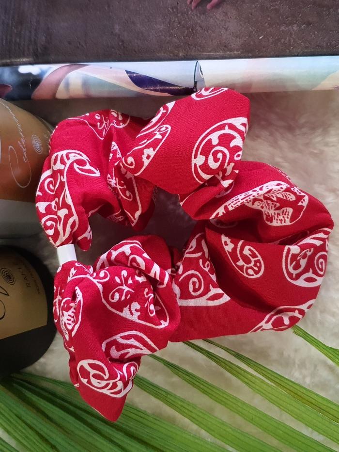 Scrunchies με  λαχούρια