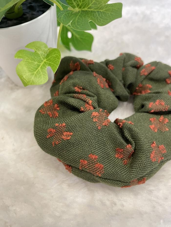 Scrunchies με λεπτή πλέξη