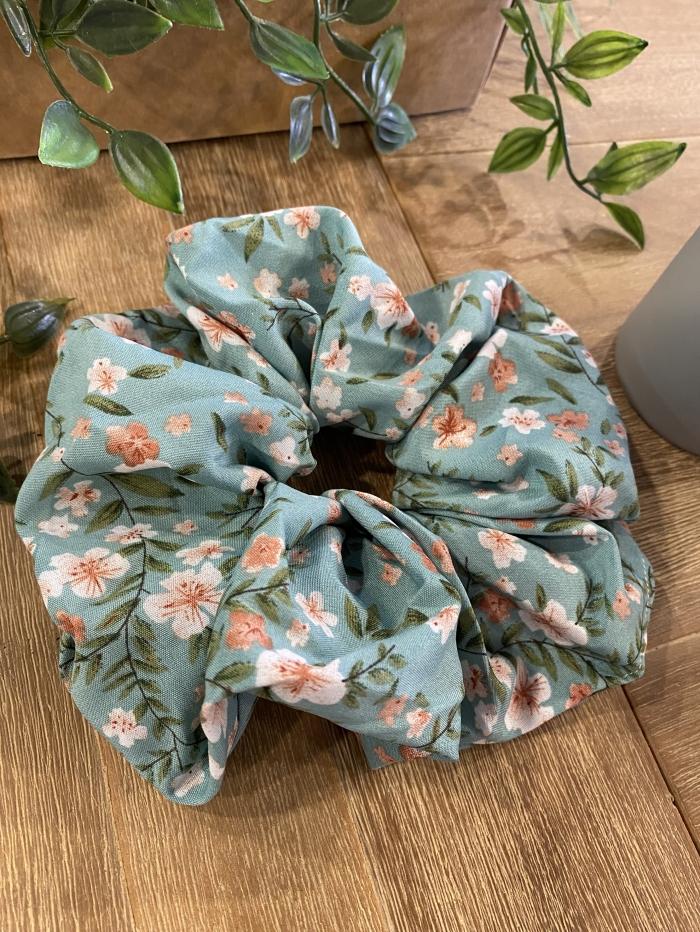 Scrunchies με λουλούδια