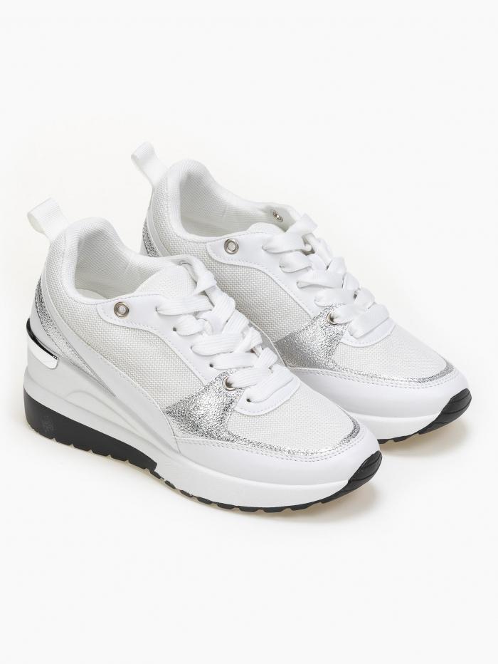 Sneakers με τακούνι και χρωματικές λεπτομέρειες