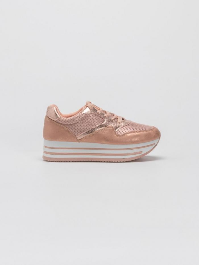 Sneakers με flatform σόλα και μεταλλιζέ λεπτομέρειες