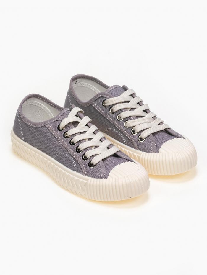 Sneakers με ιδιαίτερη σόλα