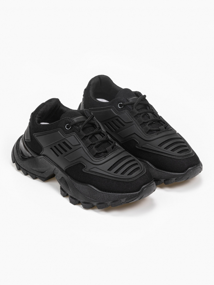 Sneakers με chunky σόλα