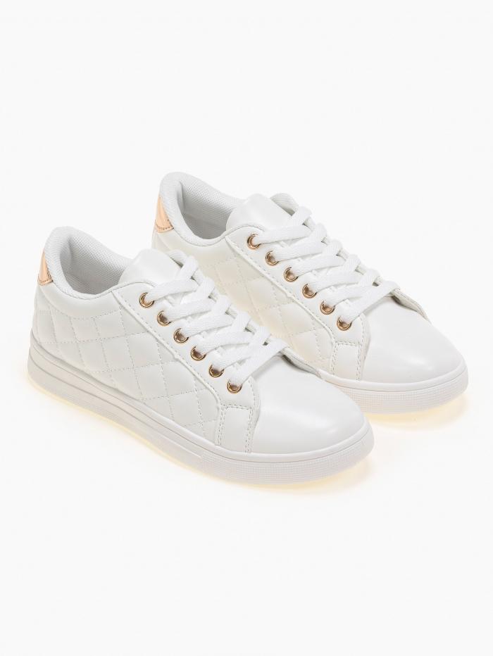 Sneakers με καπιτονέ σχέδιο